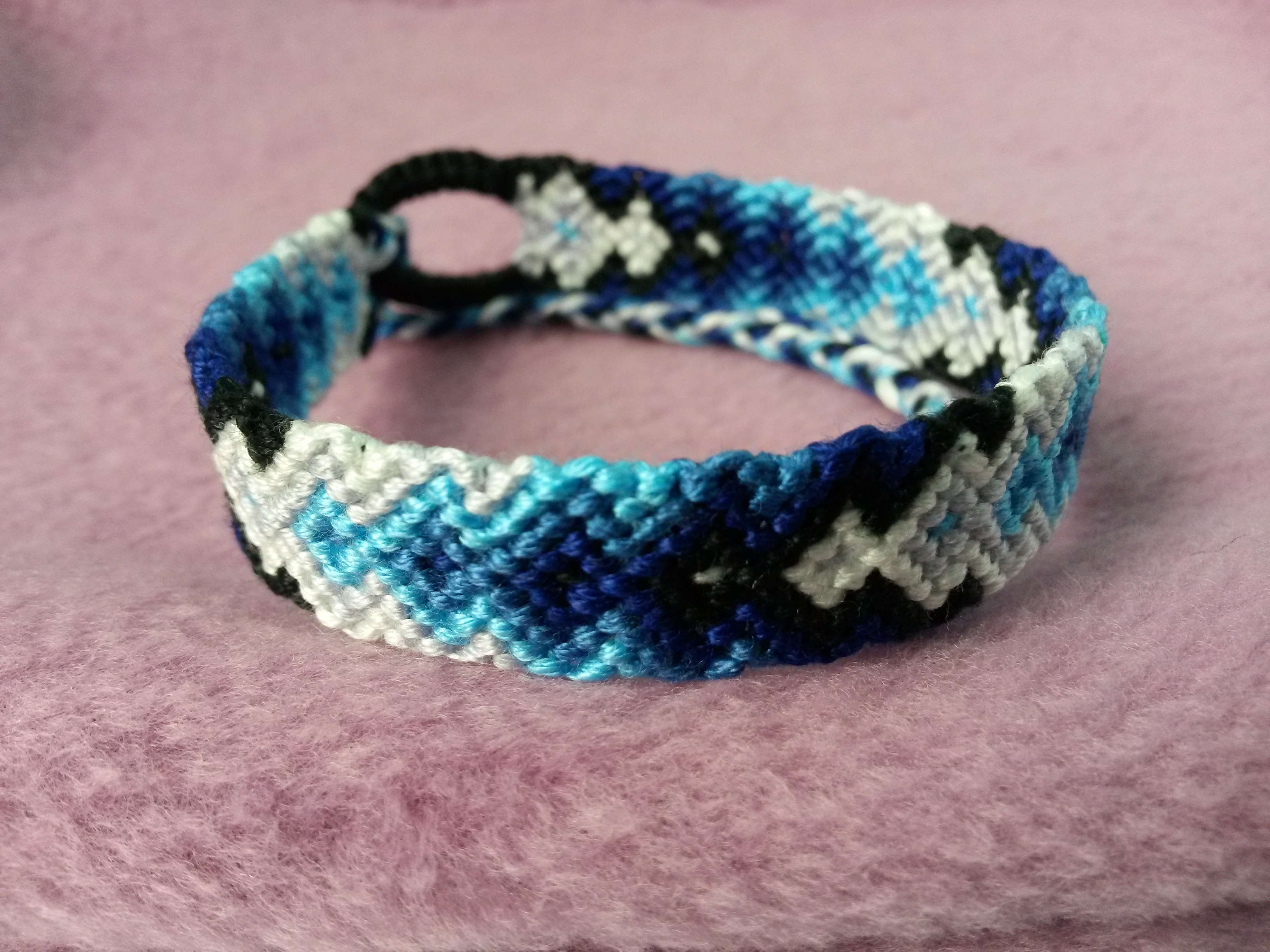 Friendship Bracelet Patterns - Blue Gradient Arrow Pattern